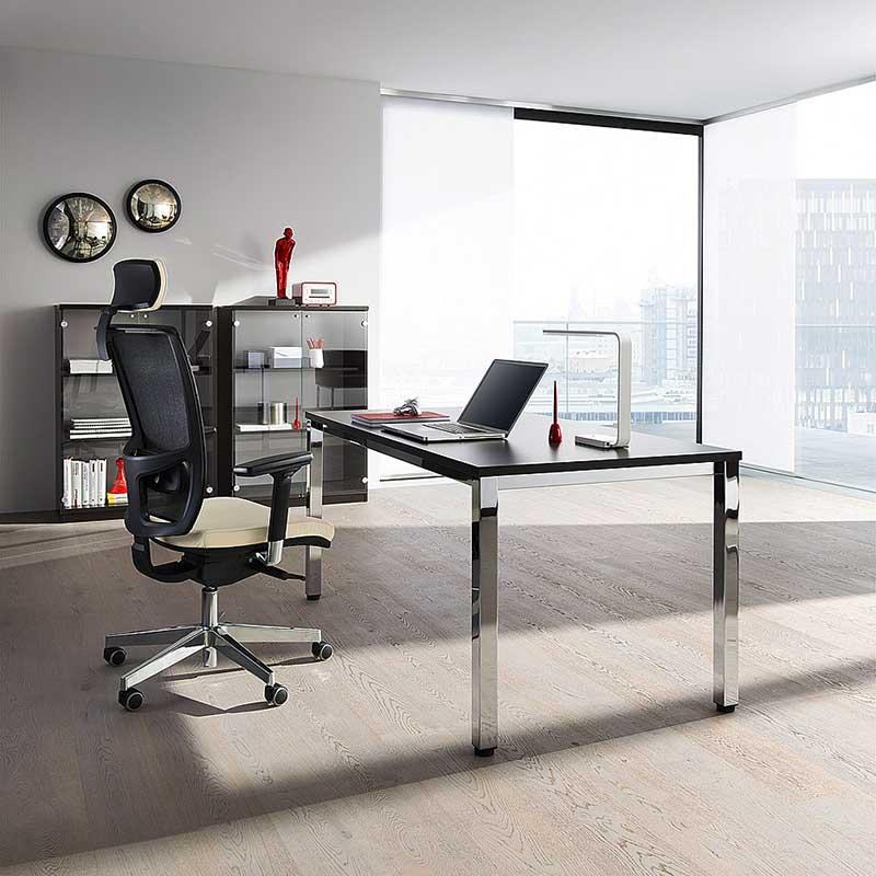 Bureau, fauteuil et meubles de rangement