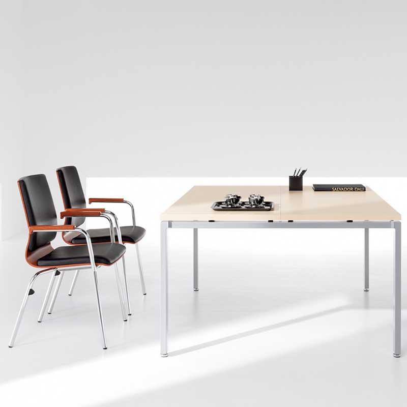 Chaises et table de réunion